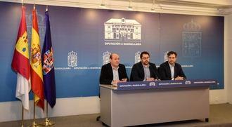 Jesús Parra traslada a la Junta el malestar de la Diputación por el trato recibido en FITUR