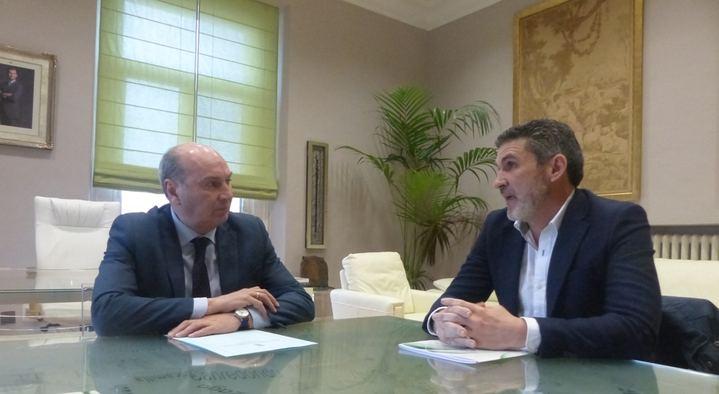 El presidente de la Diputación mantiene una reunión de trabajo con el vicepresidente de la Federación de Autónomos (ATA)