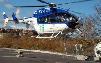 Trasladan en helicóptero a uno de los tres atrapados en un choque frontal en Daimiel
