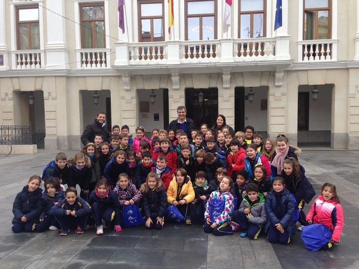 Alumnos del colegio Salesianos visitaron el Ayuntamiento de Guadalajara