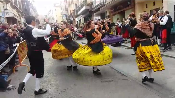 """El Grupo """"Wad-all-Hayara"""" llena de jotas la calle Miguel Fluiters"""