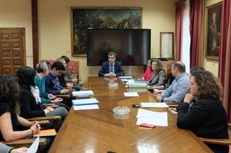 El alcalde de Guadalajara muestra su apoyo a los desalojados de las viviendas sociales de la Junta