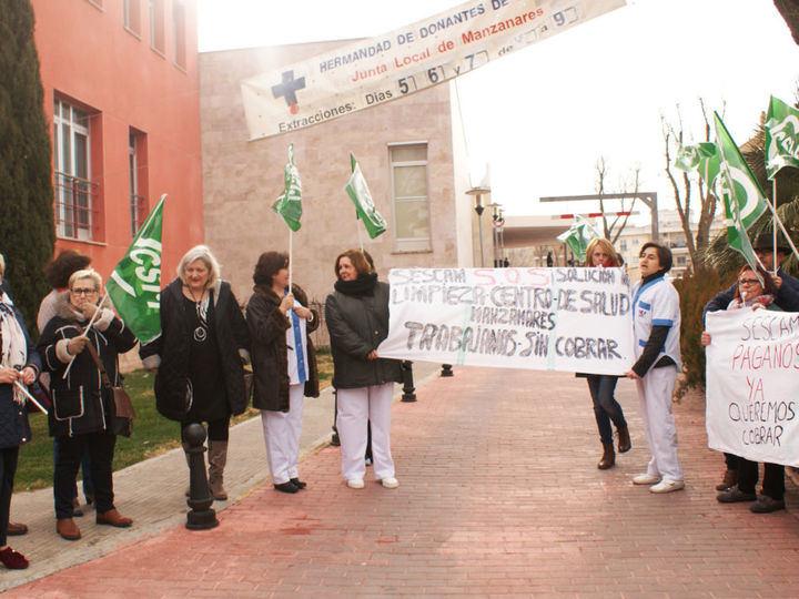 Las limpiadoras de tres Centros de Salud de Ciudad Real irán a la huelga indefinida por impagos