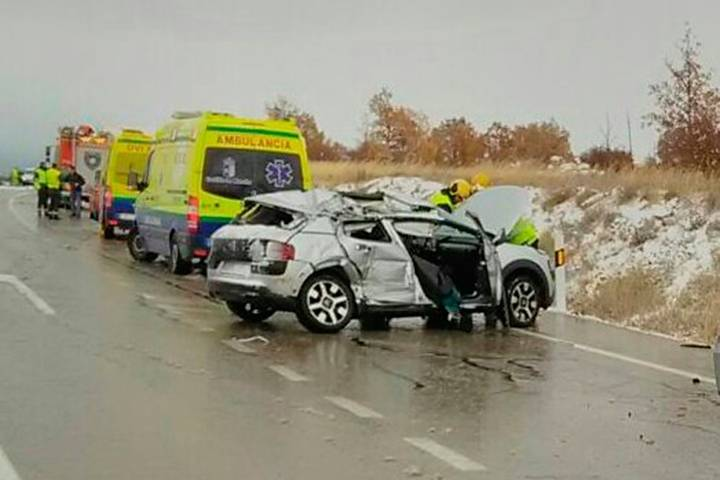 Cuatro heridos, dos graves, en una colisión entre un coche y un camión en Maranchón