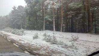 El temporal de nieve atrapa a tres personas en Majaelrayo