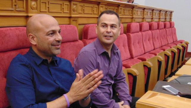 """Ya nadie se cree los """"shows de Podemos en CLM, que en menos de dos años han cambiado las camisetas por las camisas"""""""