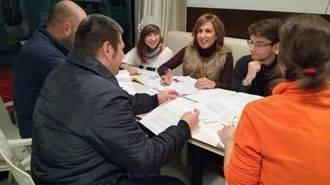 Yolanda Ramírez recoge las sugerencias de los jóvenes de La Campiña en materia de medio ambiente