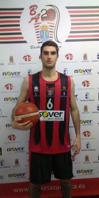 El escolta madrileño Santi Villena, nuevo refuerzo del Isover Basket Azuqueca