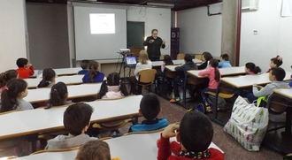 Escolares de la provincia participan en sesiones didácticas de juguetes e instrumentos musicales tradicionales organizadas por la Diputación