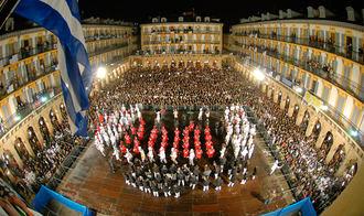 Comienza el Día Grande de San Sebastián, los sonidos de miles de tambores y barriles llegan ya a cada rincón de la ciudad
