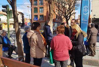 Concejales del PP de Azuqueca visitan el barrio de La Estación y recogen las quejas y sugerencias de los vecinos