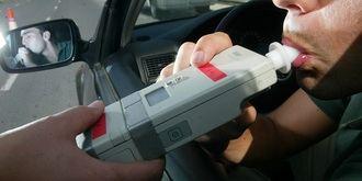 Tres detenidos en la capital por como mínimo triplicar la tasa de alcohol al volante