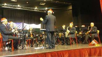 La AECC de Alovera celebró un gran concierto beneficio navideño
