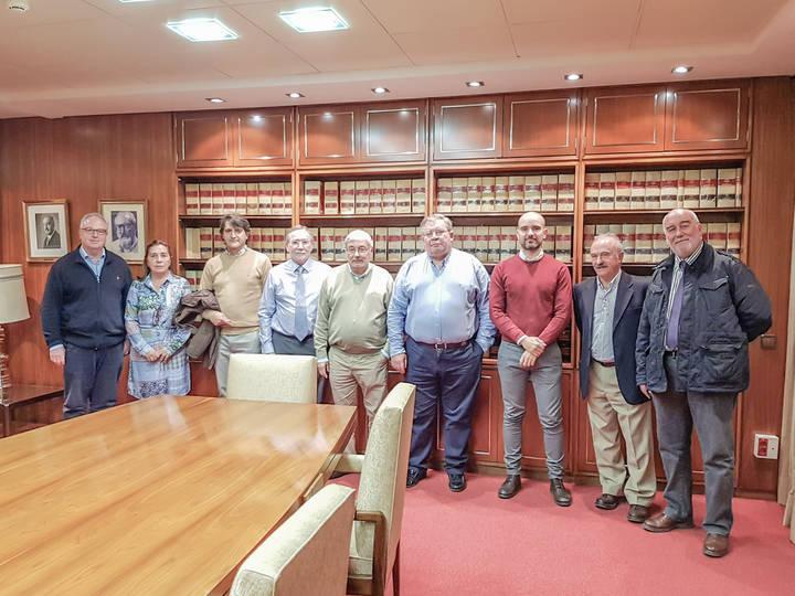 Reunión de aparejadores y arquitectos de la región para crear una mesa de trabajo conjunta