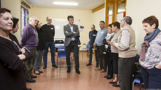 Román visita el primer grupo de trabajo que colabora en la redacción del Plan de Mayores de Guadalajara