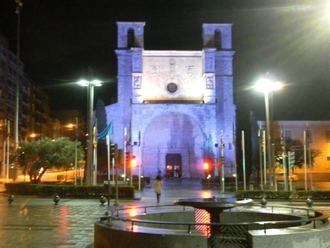 La fachada de San Ginés se tiñe de azul en solidaridad con el Día Mundial del Autismo