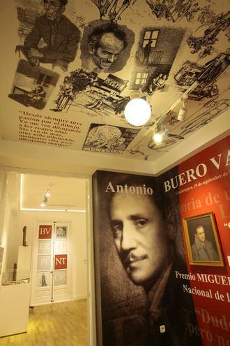 El dramaturgo Antonio Buero Vallejo, detalle monumental del mes de abril