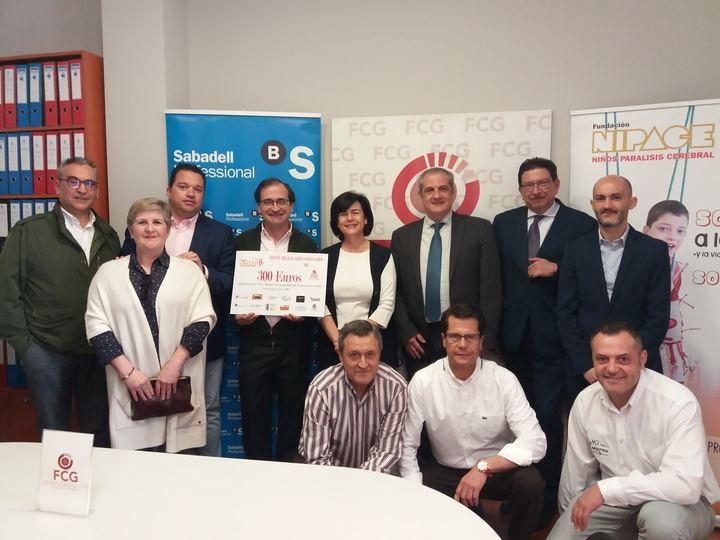 FCG hace entrega de 300 euros a Fundación Nipace por los Reyes Millonarios Solidarios 2017