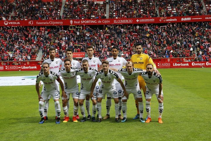 Un Alba muy serio cae en los últimos minutos ante el Sporting de Gijón