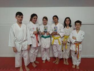 Excelentes resultados de la escuela municipal de karate de Alovera