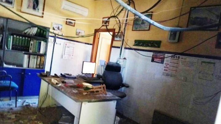 Se cae el falso techo de la estación de ferrocarril de Torrijos hiriendo levemente al factor