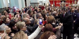 Miles de madrileños, entre ellos el rey Felipe VI, veneran al Cristo de Medinaceli