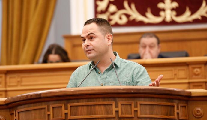 El diputado regional de Podemos por Guadalajara, David Llorente, anuncia una querella criminal
