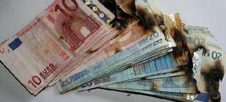 Encuentran gran cantidad de dinero quemado en la buhardila de la casa incendiada en Cabanillas cuyo dueño se ha suicidado