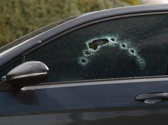 Disparan desde una moto 10 balazos a un hombre cuando estaba en el coche con su pareja