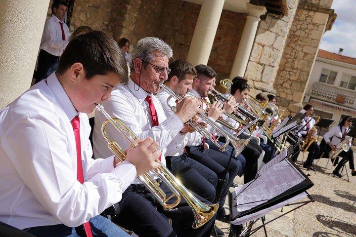 Domingo de Ramos y concierto de la Banda de Cornetas y Tambores y de Música inician la Semana Santa de Fuentenovilla