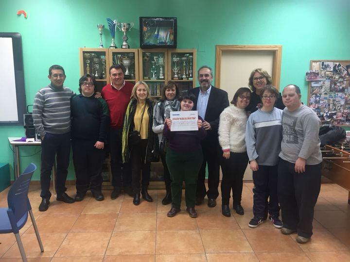 La Asociación 'Mujeres del 2000' de Yebra entrega más de 1.300 euros de su Mercadillo Solidario a Down Guadalajara