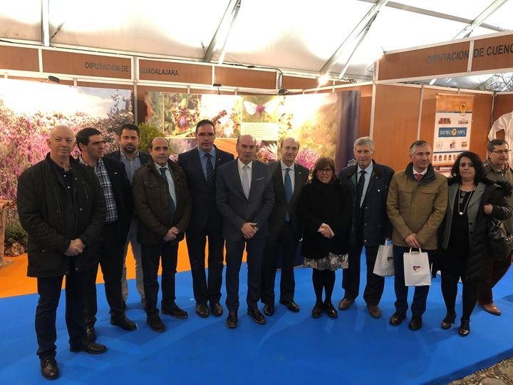 Pastrana clama contra la despoblación de La Alcarria en la inauguración de la XXXVII Edición de la Feria Apícola