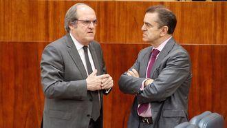 El líder del PSOE que presentó la moción de censura contra Cifuentes falseó su currículum durante 8 años