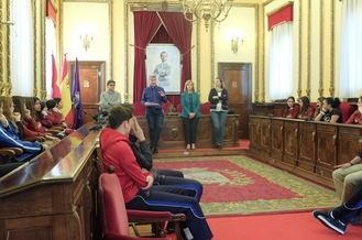 Alumnos de Agustiniano y Sagrado Corazón presentan en el Ayuntamiento su trabajo sobre presupuestos participativos