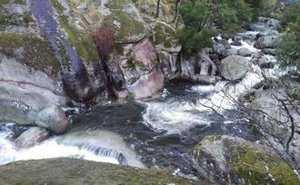 Muere una mujer de Ciudad Real tras caer al agua en la Garganta de los Infiernos