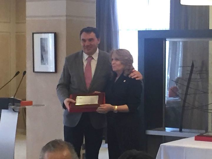 La Diputación de Guadalajara recibe la placa de reconocimiento de la Federación de Jubilados y Pensionistas