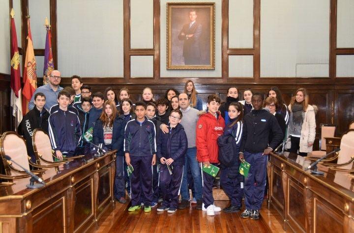 Alumnos de la ESO del Colegio Maristas visitan la Diputación