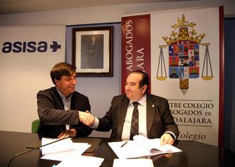 El Colegio de Abogados de Guadalajara y ASISA firman un convenio de colaboración