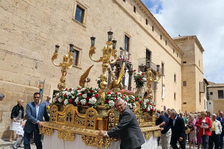 Pastrana cumple con la tradición en una brillante procesión del Corpus Christi