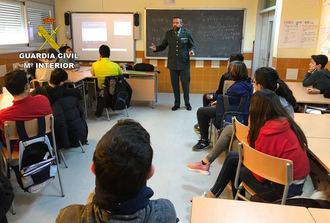 La Guardia Civil de Guadalajara ha impartido 462 conferencias de prevención del acoso escolar y el uso de redes sociales este curso