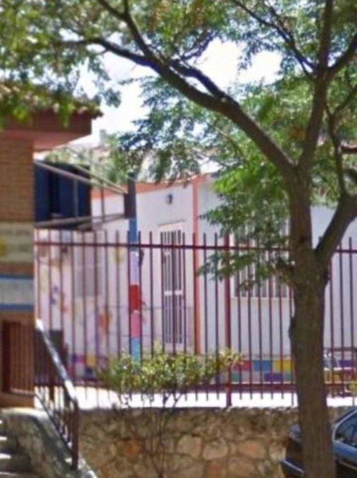 Iriépal tendrá que seguir esperando en barracones porque la oferta de Page para construir el colegio no convence a ninguna empresa