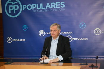"""Cañizares lamenta que Page sitúe a Castilla-La Mancha como """"la oficina de colocación del PSOE"""""""