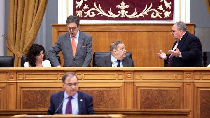 Espectáculo bochornoso del presidente socialista de las Cortes Regionales, expulsando a Tirado y llamando mentirosos a diputados del PP