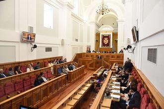 Despropósito en las Cortes Regionales: Podemos boicotea la Ley de Mecenazgo de Page pese a formar parte de su Gobierno y la califica de