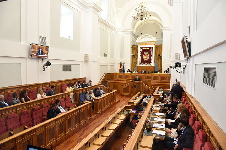 Despropósito en las Cortes Regionales: Podemos boicotea la Ley de Mecenazgo de Page pese a formar parte de su Gobierno y la califica de 'cacicada'