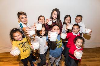 La Obra Social la Caixa y el Banco de Alimentos impulsan la recogida de leche en Guadalajara