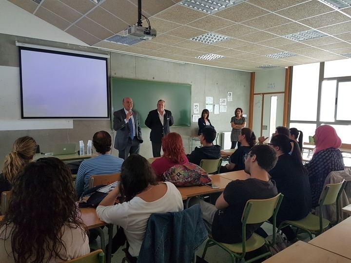 Latre resalta el papel de la Diputación en una jornada sobre el funcionamiento de la administración local en El Casar