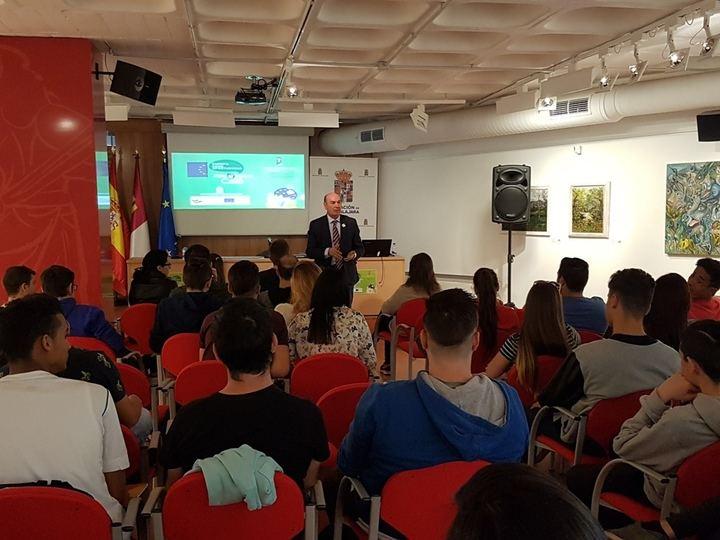 Medio centenar de jóvenes participan en la Jornada 'Europa como oportunidad' organizada por la Diputación de Guadalajara