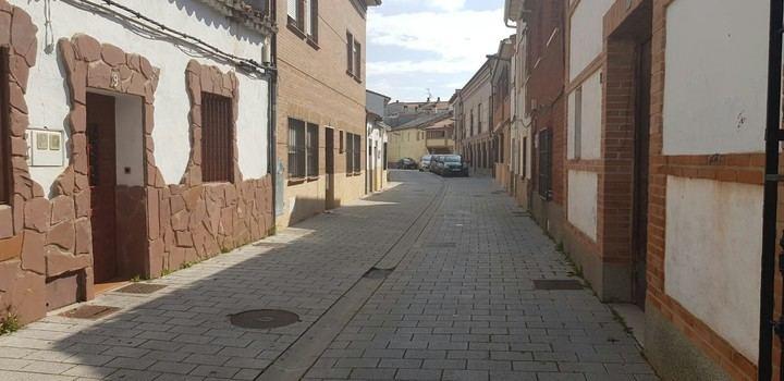 """Denuncian que los vecinos de la calle Soledad de Azuqueca siguen """"viviendo un infierno"""""""