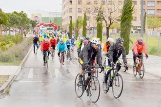 Cerca de 200 corredores participaron en la IV Marcha Cicloturista José Luis Viejo en Azuqueca